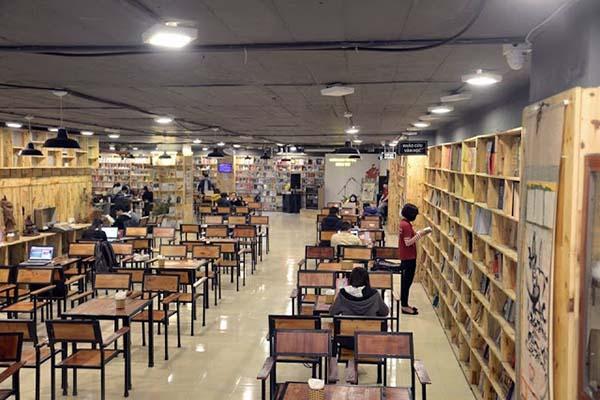 Cafe sách Đông Tâyảnh 1