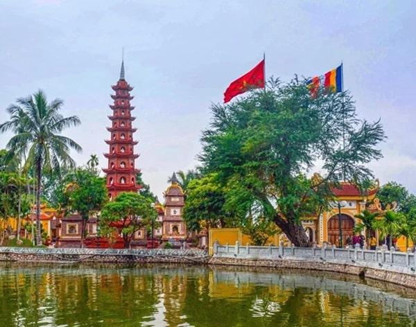 Chùa Trấn Quốc là ngôi chùa nổi tiếng lâu đời nhất thủ đô với lịch sử tồn tại lên đến hơn 1500 năm