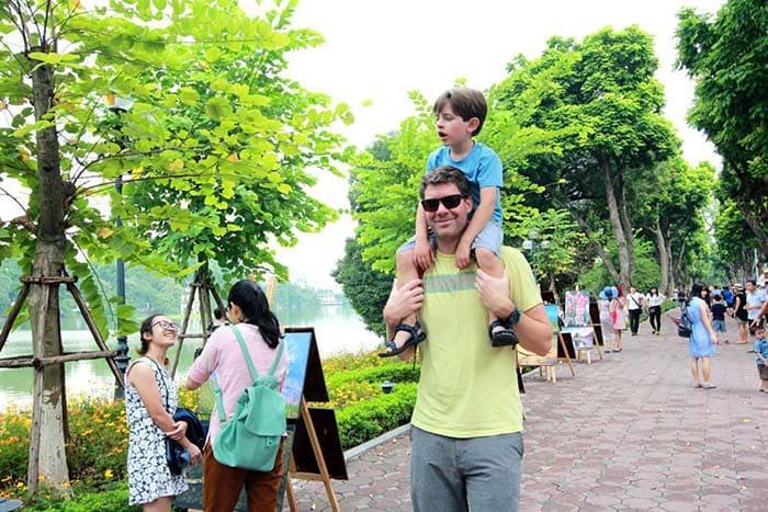Mùa hè tại Hà Nội luôn náo nhiệt, sầm uất