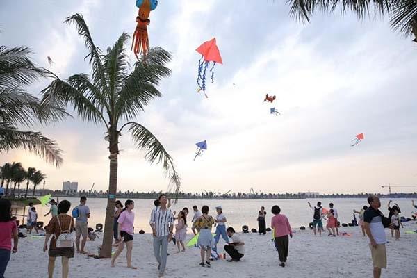 trẻ em vui chơi trên bãi biển nhân tạo Vinhomes Ocean Park