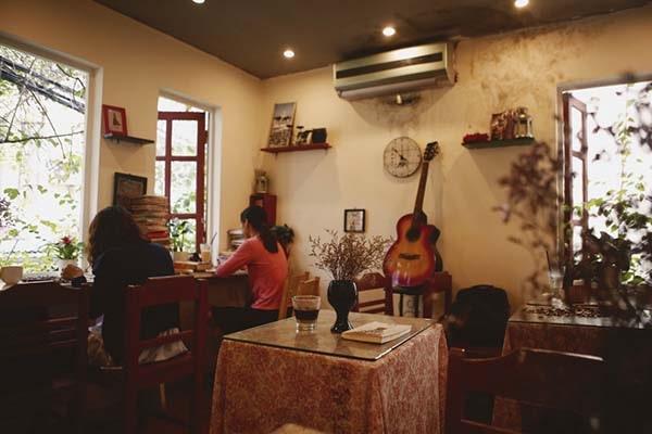 Cafe sách Hà Nội Le Petit