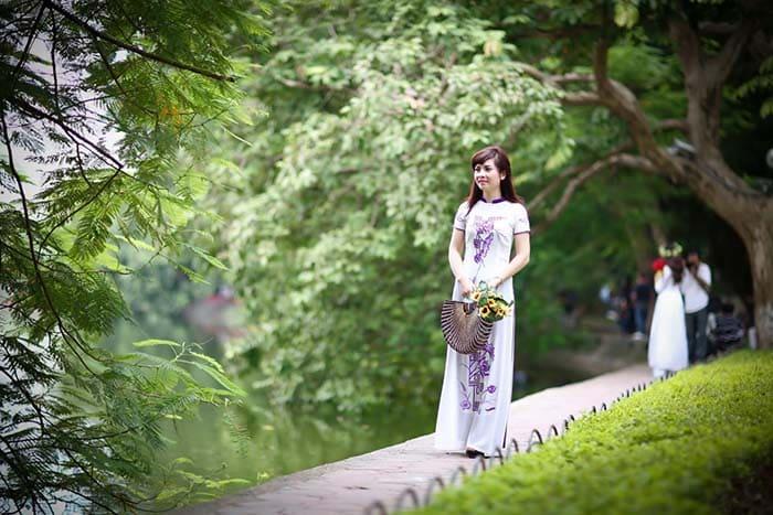 Hình ảnh Hồ Gươm yên bình và lãng mạn