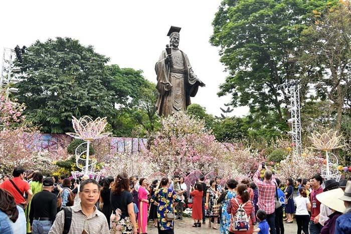 Lễ hội hoa anh đào Hà Nội đặc sắc, ấn tượng