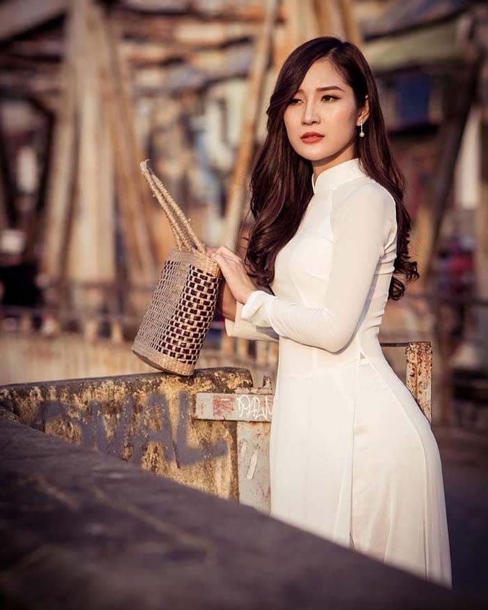Cầu Long Biên sở hữu vẻ đẹp cổ kính, yên bình