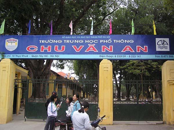 Trường có địa chỉ tại Số 10 phố Thụy Khuê, phường Thụy Khuê, quận Tây Hồ
