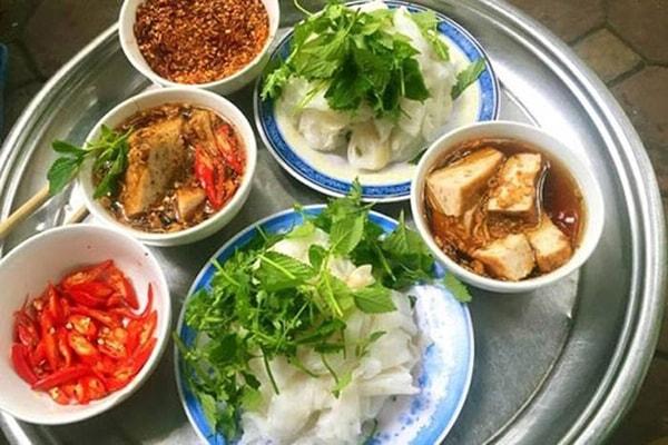 Bánh cuốn Thanh Trì đặc trưng bởi mùi thơm gạo mới, dẻo mịn