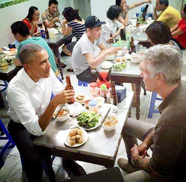 Barack Obama thưởng thức bún chả Hà Nội